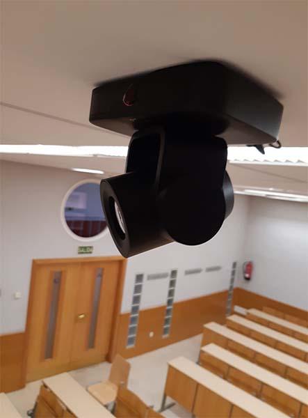 proyector-en-aula-avser
